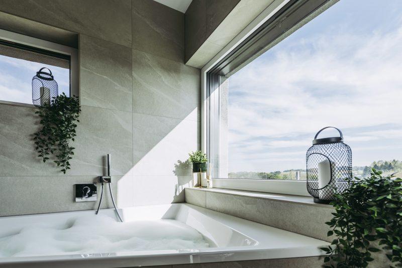Koupelna se zdvojeným oknem Internorm