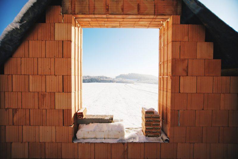 Okno s výhledem do krajiny