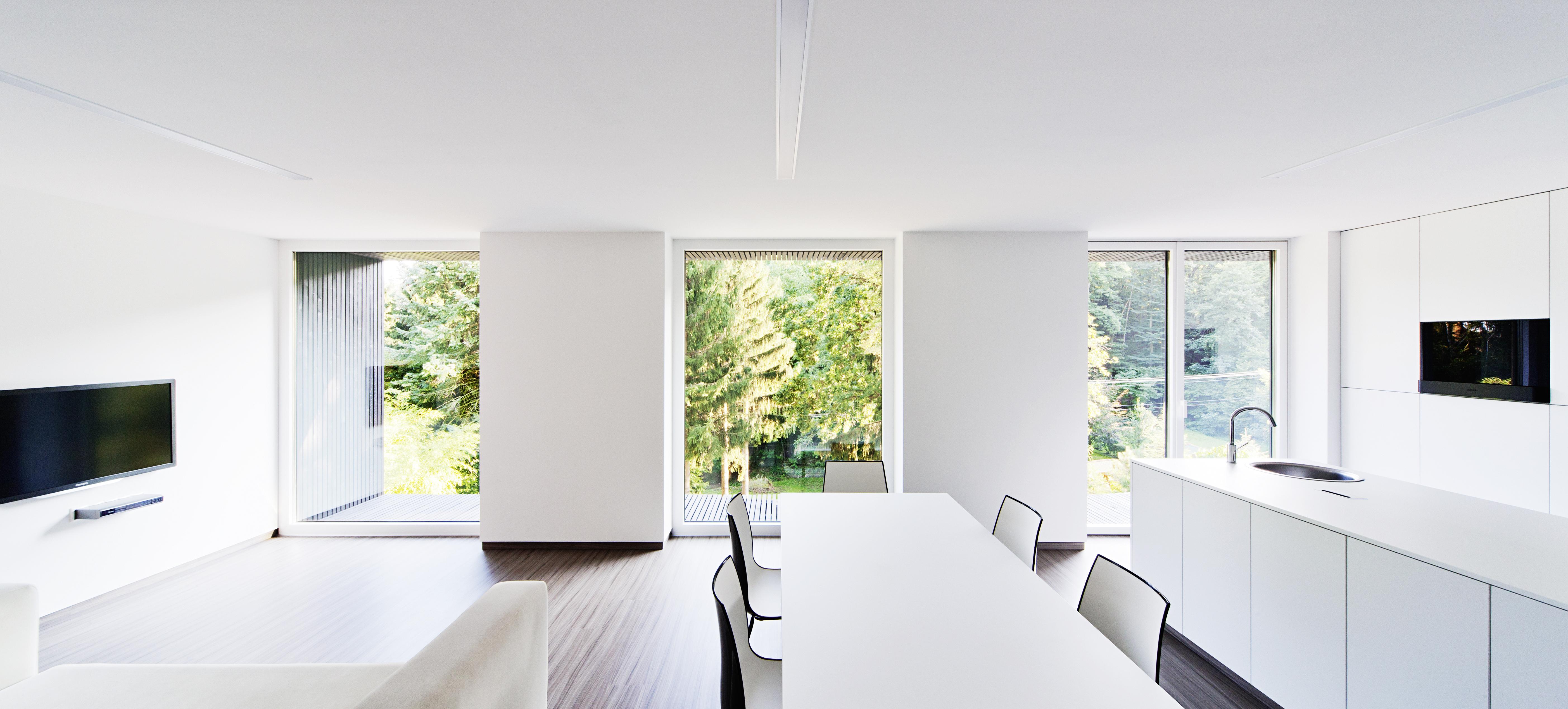 Moderní interiér s výhledem do přírody