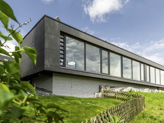 Moderní dům s okny