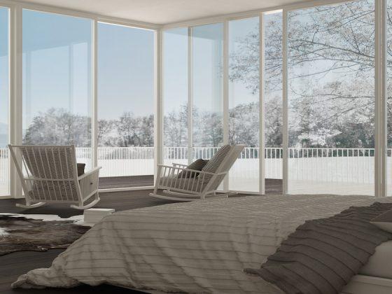 Pohled na zasněženou krajinu z ložnice